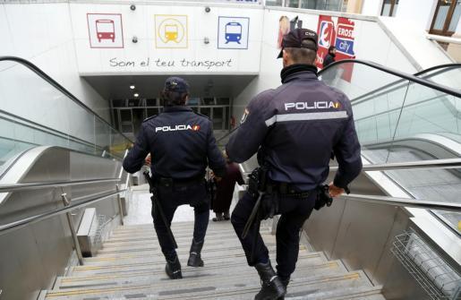 La Policía Nacional, en una imagen de archivo tomada en la estación Intermodal.