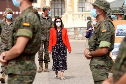 La ministra de Defensa, Margarita Robles, durante su visita este martes al Mando de Ingenieros del Ejército de Tierra, ubicado en el acuartelamiento General Arroquia de Salamanca.