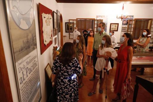 Doña Letizia lució el bolso de la polémica en su visita a Petra.