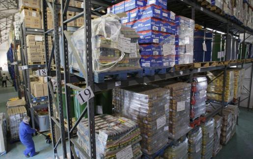 Las naves de las empresas de distribución de alimentos, bebidas y productos de limpieza de las Islas están al cien por cien por el cierre de hoteles, bares y comercios.