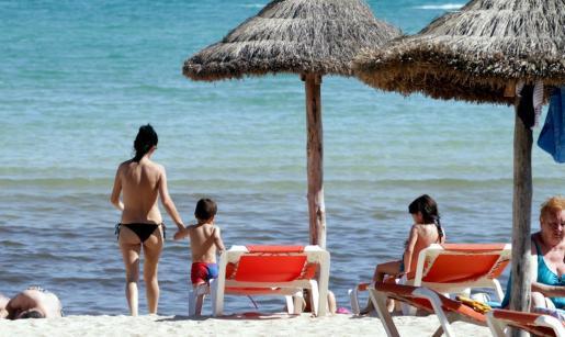 La playa es una buena opción para refugiarse del calor.