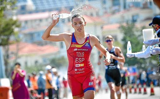 La triatleta mallorquina Xisca Tous, en plena competición.