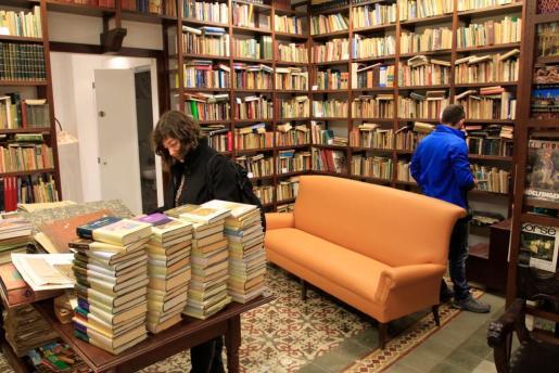 En el interior de 'El bazar del libro'.