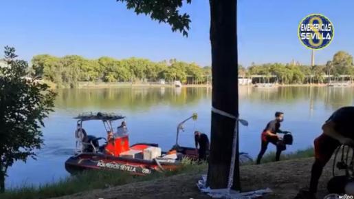 Imagen del dispositivo de búsqueda en el río Guadalquivir.