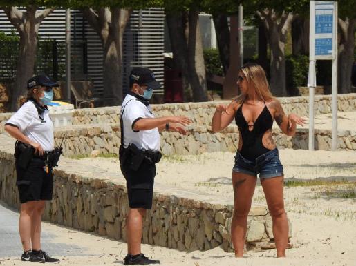 Además de las tareas habituales, velar por la normativa Covid y el control de afluencia en las playas de Calvià, los agentes policiales también han prestado especial atención en la última semana a la vigilancia de las zonas agrícolas.