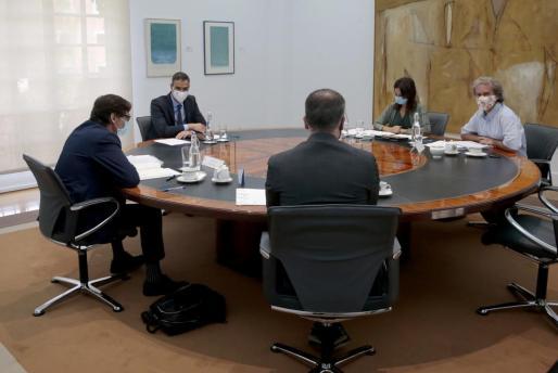 Pedro Sanchez, Salvador Illa, Fernando Simon durante una reunión.