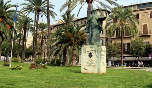 Estatua de Ramon Llull en el passeig Segrera de Palma.
