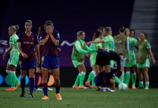 Las jugadoras del Barcelona reaccionan tras perder ante el Wolfsburgo.