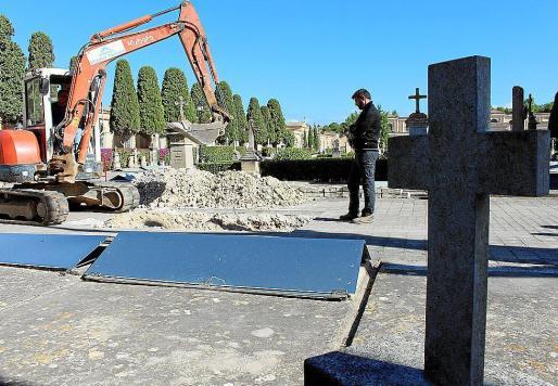 Imagen de archivo del cementerio de Son Coletes, cuando se iniciaron los trabajos para sondear la fosa.
