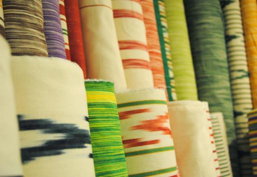 Las telas de llengües mallorquinas se fabrican mediante una técnica conocida con el término ikat.