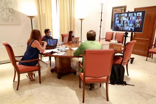 La presidenta del Govern se ha reunido con los alcaldes de Mallorca.