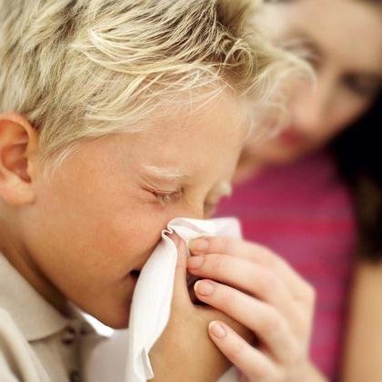 El coronavirus tiene síntomas parecidos al resfriado.