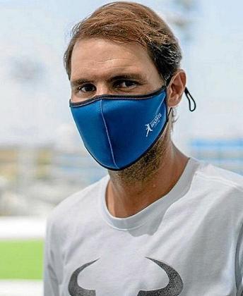 Rafael Nadal, con la mascarilla de la Academia.