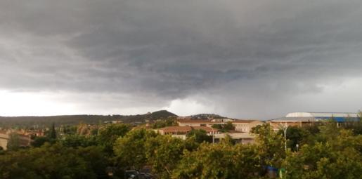 Imagen de la tormenta a su paso por Santa Ponça.
