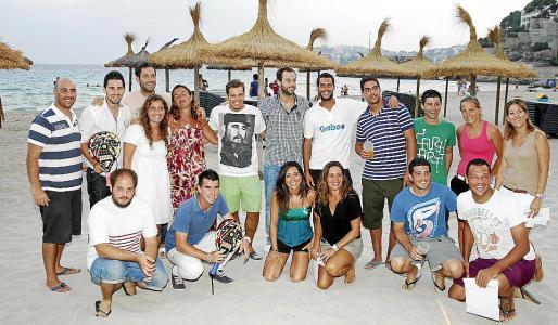 Todos los ganadores del torneo de pádel y miembros de Gooding.