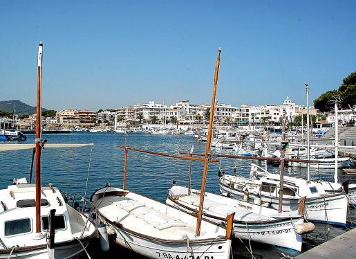 Cala Rajada. La cofradía de pescadores de Cala Rajada es la única que se ha postulado a favor de la medida. La de Sóller se abstuvo ya que no faena en aguas interiores, mientras que las ocho restantes en Mallorca se mostraron contrarias a la resolución del Govern.