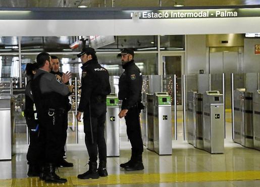 Agentes de la Policía Nacional se han hecho cargo de la investigación.