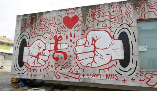 Imagen de un grafiti en una calle de Palma, concretamente durante una exposición de hace unos años sobre el sida. Las acciones contra el virus definen estas décadas.