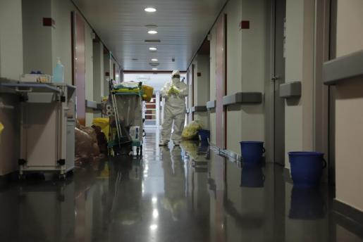 Vista de un pasillo del centro hospitalario Son Espases durante la pandemia.