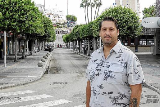 Juan Rodríguez, en una solitaria Punta Ballena, nos adelanta que el próximo viernes la Asociación de Empresarios y Trabajadores de Calvià, «en la que cada vez somos más», convoca una gran manifestación con salida desde el bar Britania.