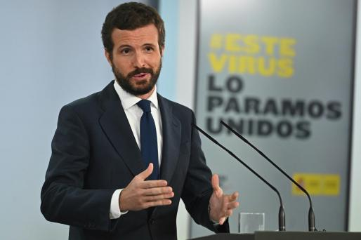 El líder del PP, durante la rueda de prensa tras su encuentro con el presidente del Gobierno, Pedro Sánchez, en La Moncloa.