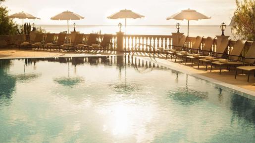 Piscina a escasos metros del mar en Hapimag Resort Paguera.