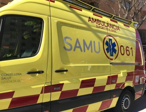 Dos ambulancias del SAMU-061 han acudido al lugar del accidente.