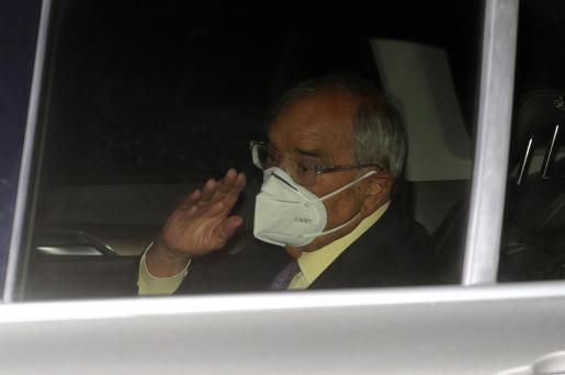 El exministro del Interior Rodolfo Martín Villa a su salida este jueves de la Embajada Argentina en Madrid.