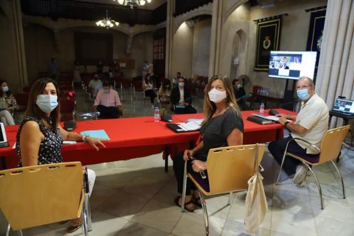 Representantes de la Conselleria de Salut, reunidos con los de los municipios más afectados por la COVID-19.