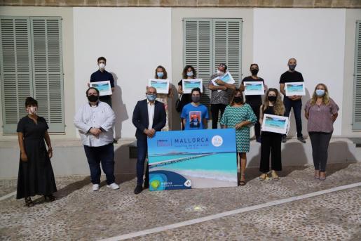 Imagen de familia de los premiados en el concurso '#MallorcaFilmConfinats'.