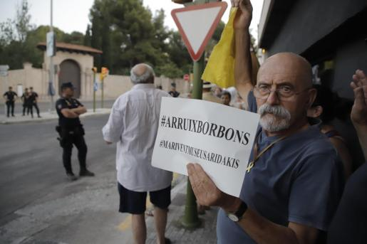 Imagen de una protesta, el verano de 2019, ante el Palacio de Marivent, en Palma.