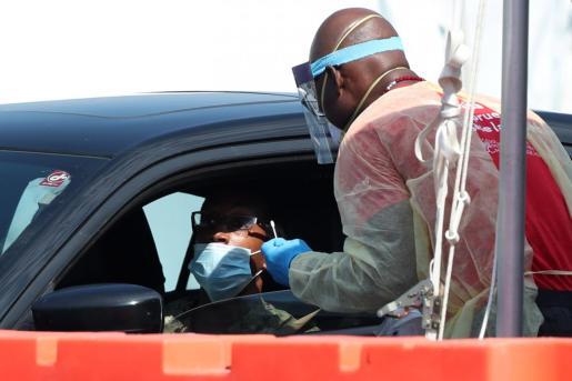 En Estados Unidos, los gubernamentales Centros para el Control y la Prevención de Enfermedades pidieron todos los estados estar preparados para empezar a distribuir a finales de octubre o principios de noviembre una posible vacuna contra la COVID-19, en caso de que ésta se aprobara.