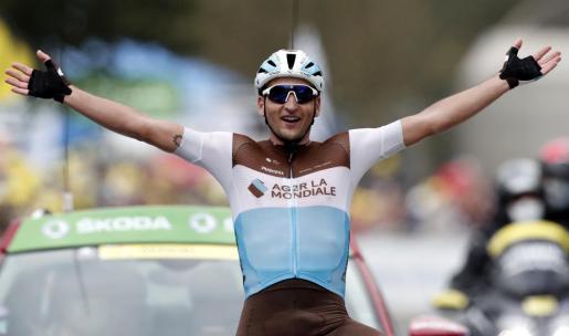 Nans Peters (AG2R La Mondiale) celebra su victoria en su estreno en la ronda gala.