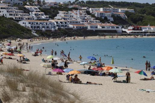 Zona de costa en Es Mercadal (Menorca), sin mucha aglomeración pese a ser domingo.