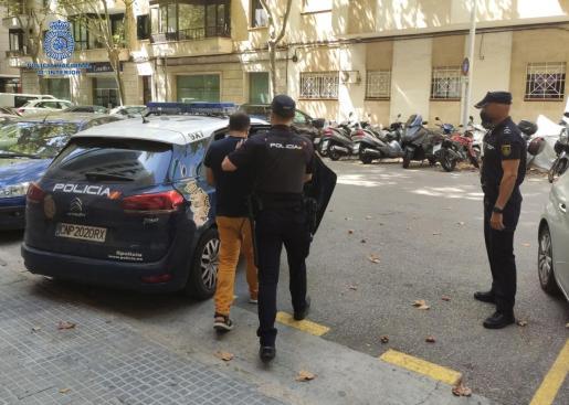 Dos policías nacionales trasladaron al sospechoso a la prisión de Palma a finales de julio.