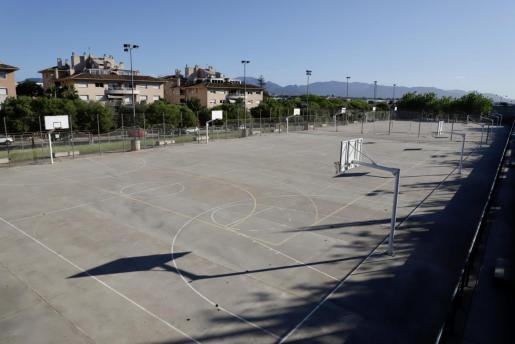 El Ayuntamiento de Palma ha decretado, de forma temporal, el cierre de 27 pistas deportivas municipales exteriores situadas en diferentes puntos de la ciudad.