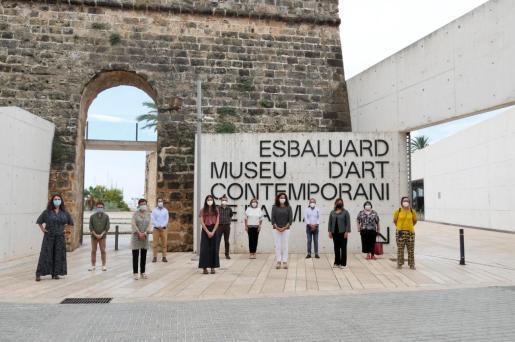 En la imagen, miembros del actual patronato del Museu es Baluard.