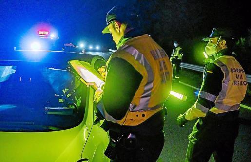 La Benemérita montó controles de tráfico para intentar localizar a los sospechosos.