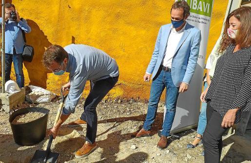 Oliver, Pons y Armengol pusieron la primera piedra de esta nueva promoción oficial.