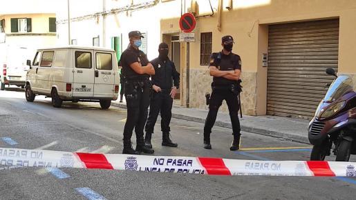 Algunos tramos de las calles Jeroni Rosselló y Joan Bauzà han sido cortados por los agentes como parte del dispositivo desplegado.