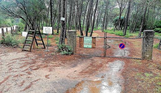 Se han instalado obstáculos para evitar la entrada de vehículos