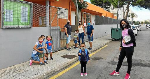 Ilusión en Cala Millor. Los más pequeños de Cala Millor se mostraban ilusionados con el regreso al colegio. Fue un día de emociones.