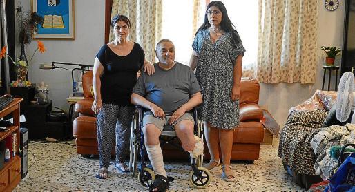 Emilio junto a su mujer María Dolores y su hija Raquel.