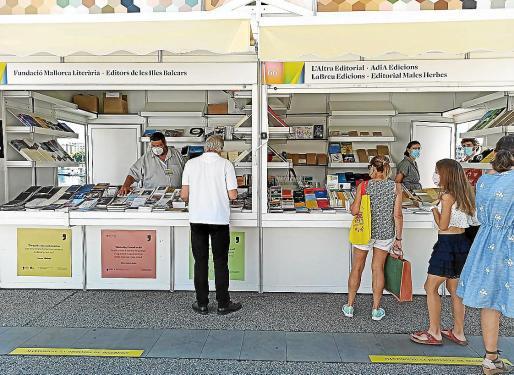Los dos estands mallorquines, uno con la Fundació Mallorca Literària y el otro con Adia Edicions.