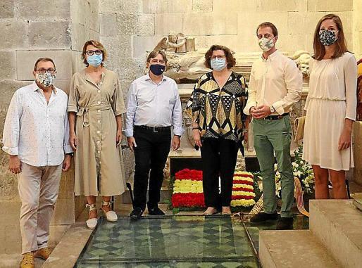 La delegación del PP ante la tumba de Jaume II, este sábado.