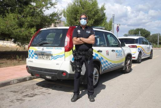 El policía local Toni Monserrat, el viernes pasado, en Cala d'Or.