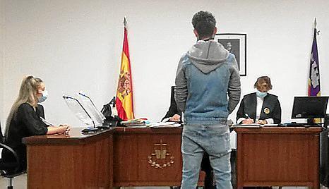 El acusado, en el juicio por agredir a un hombre en un bar.