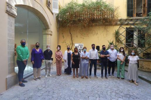 Autoridades y galeristas durante la presentación de la Nit d l'Art.