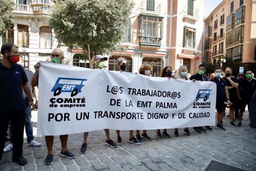 Concentración de la EMT frente al Ayuntamiento de Palma.