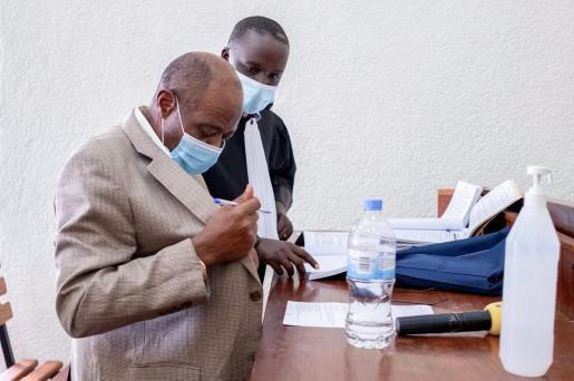 Paul Rusesabagina en el tribunal.